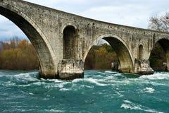 Alte Steinbrücke. Stockfoto