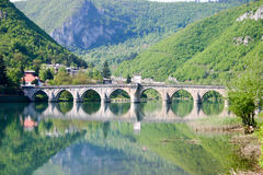 Alte Steinbrücke auf drina Fluss Lizenzfreies Stockbild