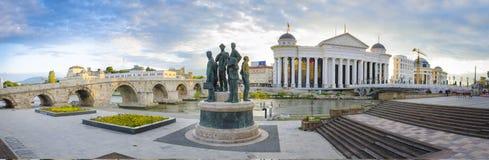Alte Steinbrücke und archäologisches Museum von Mazedonien Lizenzfreie Stockbilder