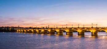Alte steinige Brücke im Bordeaux Lizenzfreies Stockfoto