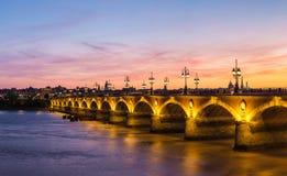 Alte steinige Brücke im Bordeaux Lizenzfreie Stockfotos