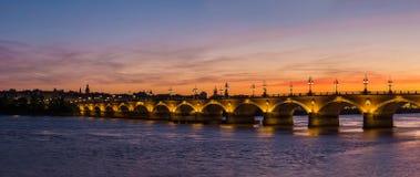 Alte steinige Brücke im Bordeaux Stockfotografie