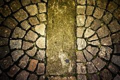 Alte Steinpflastersteine auf der Straße Stockfoto