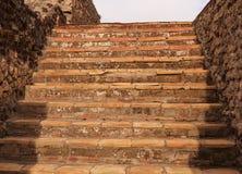 Alte Steinschritte in Pompeji lizenzfreie stockbilder