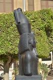 Alte Steinstatue eines ägyptischen Pharaonic Basaltsonnenlichtes blieb Zitadelle Ägyptens Kairo Stockfotos