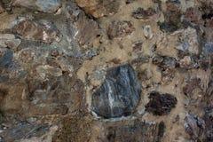 Alte Steinwand der Festung Maurerarbeit von alten Steinen und von Ziegelsteinen Schöner Hintergrund Stockfotos