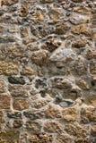 Alte Steinwand einer Seefestung Maurerarbeit von alten Steinen und von Ziegelsteinen Schöner Hintergrund Stockfoto