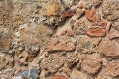 Alte Steinwand Maurerarbeit von alten Steinen und von Ziegelsteinen Schöner Hintergrund Lizenzfreie Stockfotos