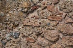 Alte Steinwand Maurerarbeit von alten Steinen und von Ziegelsteinen Schöner Hintergrund Stockfoto