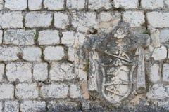 Alte Steinwandhäuser mit Wappen Lizenzfreie Stockfotografie