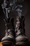 Alte Stiefel mit Rauche Lizenzfreies Stockfoto