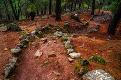 Alte Straße alter Stadt Cadianda Kadyanda nahe Uzumlu-Dorf in Fethiye, Mugla, die Türkei Römische Regelung BC am 5. Jahrhundert lizenzfreie stockfotografie