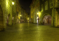 Alte Straße in Annecy, Frankreich Lizenzfreies Stockbild