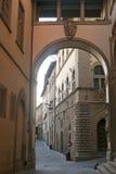 Alte Straße in Arezzo (Toskana, Italien) Stockbild