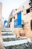 Alte Straße auf der Insel Santorini, Griechenland Lizenzfreie Stockfotografie