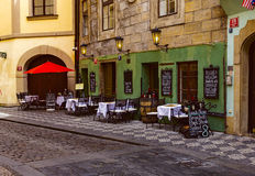 Alte Straße in der alten Stadt von Prag Lizenzfreie Stockfotografie