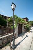 Alte Straße in der bulgarischen Stadt von Sozopol Stockbilder