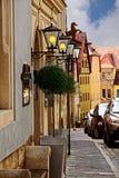 Alte Straße der europäischen Stadt lizenzfreie stockfotografie