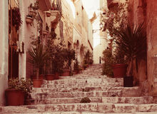 Alte Straße der europäischen Stadt Lizenzfreie Stockfotos