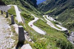 Alte Straße, die zu Durchlauf St. Gotthard führt Lizenzfreies Stockfoto