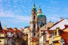 Alte Straße in Prag, im Stadtzentrum gelegen, Europa Lizenzfreies Stockfoto