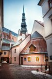 Alte Straße in Riga, Lettland stockbilder