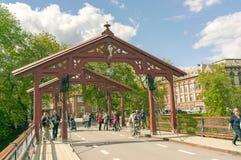 Alte Straße und Brücke in Trondheim Lizenzfreies Stockbild
