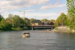 Alte Straße und Brücke in Trondheim Lizenzfreie Stockfotografie