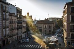 Alte Straße von Madrid an der Dämmerung Stockfoto