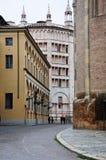 Alte Straßen in der historischen Mitte von Parma Lizenzfreie Stockbilder
