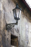 Alte Straßenlaterne in den alten Ecken der Prague.Old-Straßenlaterne Lizenzfreie Stockbilder