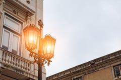 Alte Straßenlaterne, Detail einer alten Beleuchtung in der Verdichtereintrittslufttemperat Stockbilder