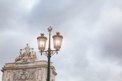 Alte Straßenlaterne, Detail einer alten Beleuchtung in der Verdichtereintrittslufttemperat Lizenzfreie Stockfotos