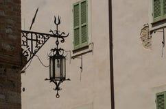 Alte Straßenlaterne Geschmiedetes Eisen assisi Stockbild