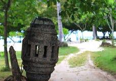 Alte Straßenlaterne hergestellt vom Holz Stockfotografie