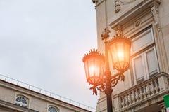 Alte Straßenlaterne in Lissabon Lizenzfreie Stockbilder