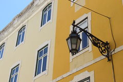 Alte Straßenlaternenlampe in Lissabon Portugal Lizenzfreie Stockfotos