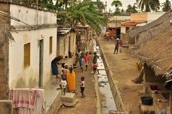 Alte Straße in einer populären Nachbarschaftsinsel des Mosambik-Klassikerbildes Stockfotografie