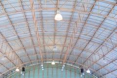 Alte Struktur Deckendach Blechtafel beim Errichten Innen Lizenzfreie Stockfotografie