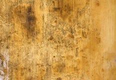 Alte Stuckwandbeschaffenheit der gelben Farbe Stockfotografie
