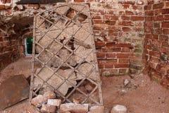 Alte Tür in den Ruinen eines alten Tempels stockbilder