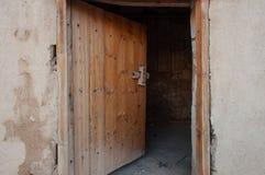 Alte Tür in der alten Stadt von Al Ula, Saudi-Arabien Lizenzfreie Stockfotos