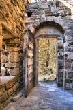Alte Tür der Genoese Festung Stockfotografie