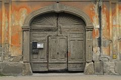 Alte Tür in der Mitte von Eger Lizenzfreie Stockfotos