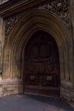 Alte Tür des Bad-Abteihaupteingangs, Bad, Großbritannien Stockfoto