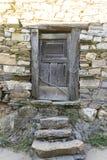 Alte Tür-, Holz- und Steinhäuser in der Provinz von Zamora im Badekurort Lizenzfreie Stockbilder