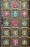 Alte Tür im Basilika-Minderjährigen in Prag Lizenzfreie Stockfotos