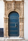 Alte Tür mit Dekoration Tangier, Marokko Stockfotos