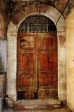 Alte Tür mit dem Bogen gemasert Lizenzfreies Stockbild