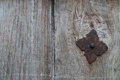 Alte Tür mit Eisenverzierungen Stockfotos